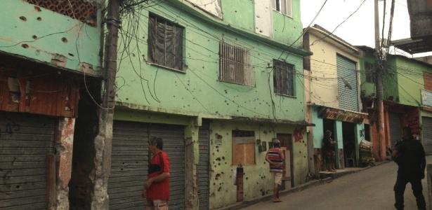 Rua dentro do Complexo do Alemão, no Rio de Janeiro