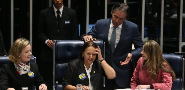 Eunício Oliveira (PMDB-CE) suspendeu a votação da reforma trabalhista após confusão protagonizada por Gleisi e outras cinco senadoras