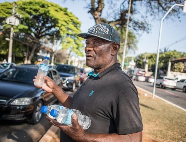 Agapito Silva, 67, aposentado e vendedor de água mineral em São Paulo - Simon Plestenjak/UOL