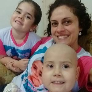 Julia luta contra a leucemia desde os 2 anos