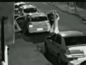 16.mar.2018 - Marielle entrando no carro (4) - Reprodução/Globo News - Reprodução/Globo News