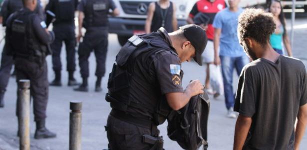 Movimentação policial após tiroteio na Rocinha, no Rio de Janeiro - José Lucena/Futura Press/Estadão Conteúdo