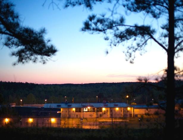 A Instalação Correcional do Leste do Mississippi é uma cadeia privada localizada em Meridan