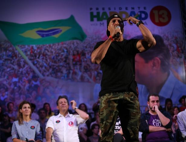 23.out.2018 - O rapper Mano Brown fez críticas ao PT em evento ao lado de Haddad