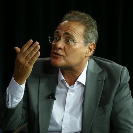 O senador Renan Calheiros (MDB-AL), concede entrevista no estádio do UOL e da Folha, em Brasília - Pedro ladeira/Folhapress