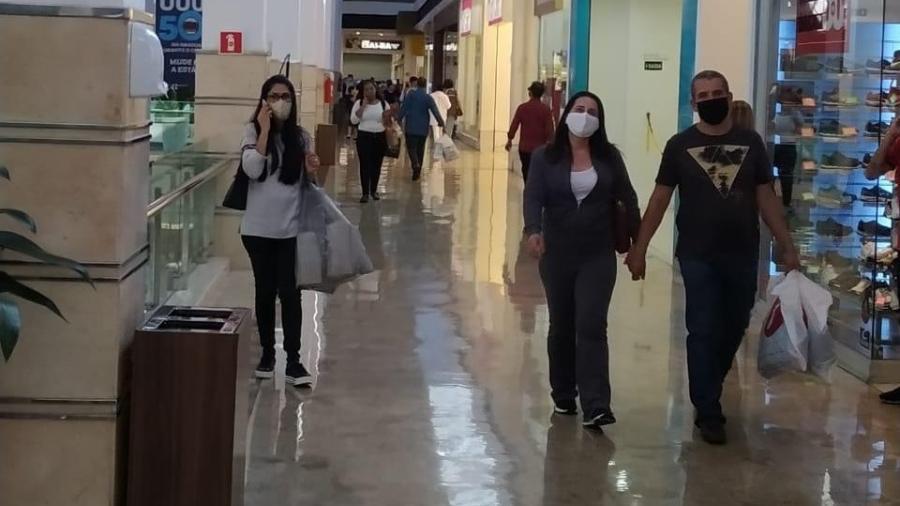 Corredor do shopping Campo Grande, no MS; autorização para reabrir saiu em 22 de abril - Divulgação