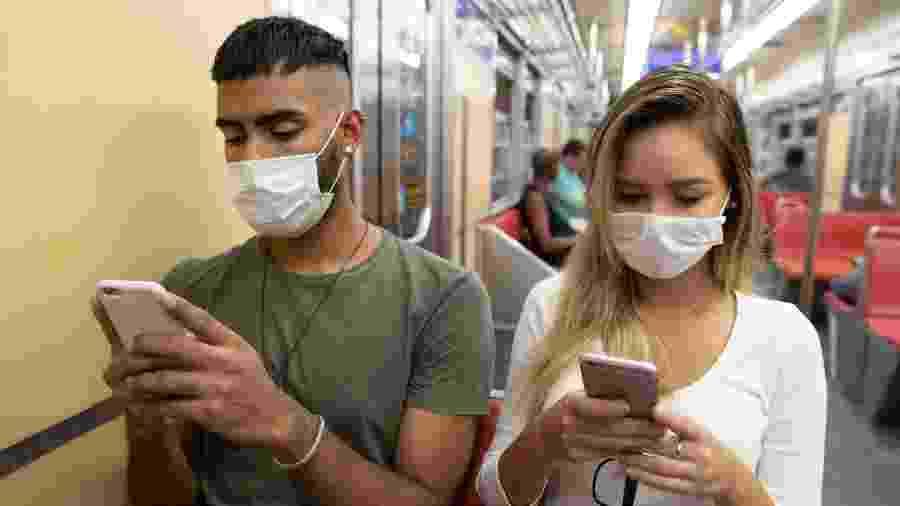 Sistema quer que celulares se conversem e avisem se algum de seus donos testou positivo para covid-19 depois - Getty Images/iStockphoto