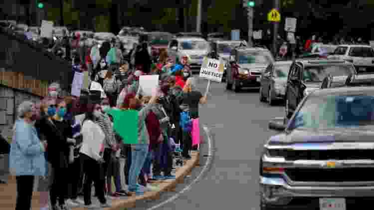As pessoas participam dos protestos após a morte de George Floyd, em Boston, Massachusetts - BRIAN SNYDER/REUTERS - BRIAN SNYDER/REUTERS