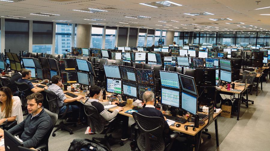 Mesas dos analistas na XP Investimentos - XP/Divulgação
