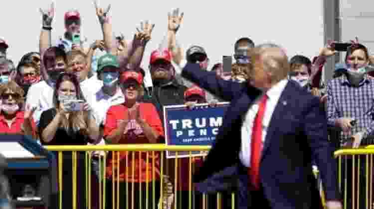 Trump usa gravata longa para parecer mais magro, diz um dos livros - Reuters - Reuters