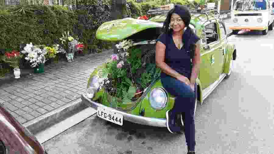 Valcineia Machado transformou um Fusca verde em uma floricultura, em Copacabana, no Rio de Janeiro - Arquivo pessoal