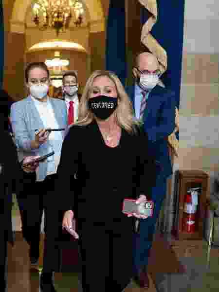 """A deputada republicana Marjorie Taylor Greene foi à sessão da Câmara usando máscara com a palavra """"censurada"""" - Stefani Reynolds/ Getty Images/ AFP"""