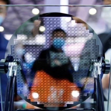 """O governo chinês criticou o ambicioso plano de investimento americano no setor tecnológico, dizendo que o governo dos EUA adota """"mentalidade da Guerra Fria"""" - Reuters"""