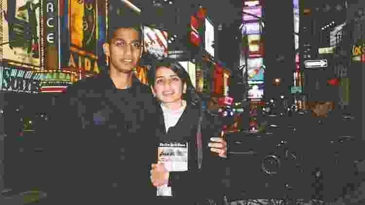 Sundar Pichai e sua namorada Anjali logo após chegarem aos EUA - Sundar Pichai - Sundar Pichai