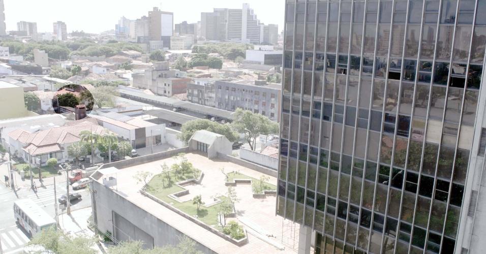 O edifício do Banco Central (à dir.) e em destaque o local onde foi cavado o túnel de 200 m, que possibilitou o roubo de mais de R$ 160 milhões do Banco Central em Fortaleza