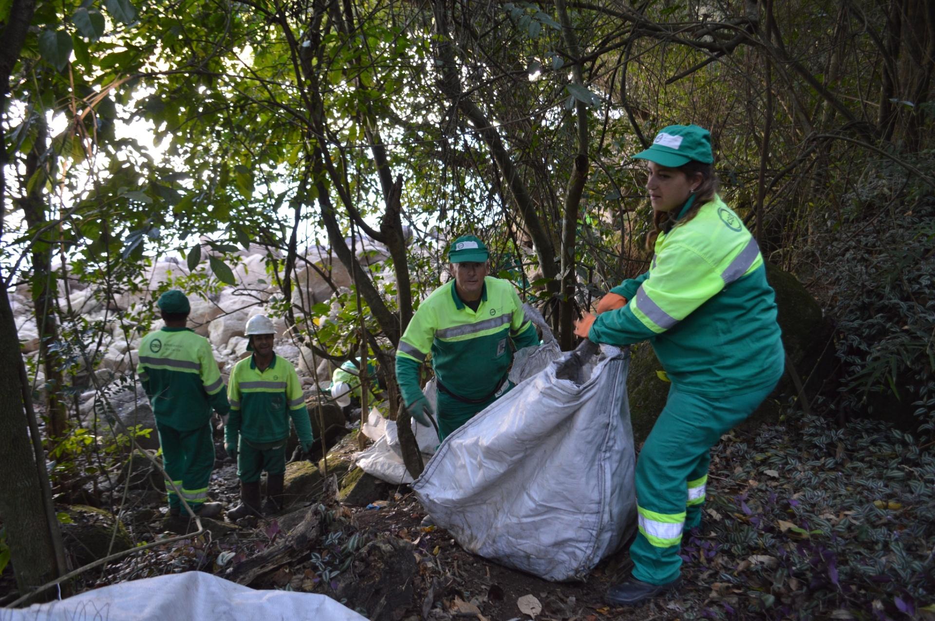 Um ano após limpeza, Salto retira mais de seis toneladas de lixo do Tietê