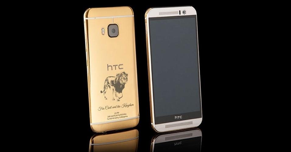 """7.ago.2015 - O smartphone HTC One M9 ganhou uma versão especial em homenagem a Cecil, um dos leões mais famosos do Zimbábue, que foi assassinado ilegalmente por um dentista norte-americano. Revestido de ouro de 24 quilates, o dispositivo feito pela joalheria Goldgenie conta com uma caricatura do animal, além da frase """"Para Cecil e o seu reino"""". Ele custa 790 libras esterlinas (aproximadamente R$ 4.324), sendo que 10% do arrecado será doado ao Parque Nacional de Hwange (local onde vivia o leão)"""
