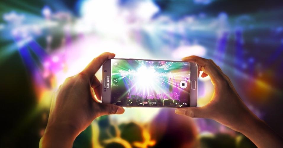 13.ago.2015 - O app da câmera do Note 5 (bem como o S6 Edge+) possui um recurso de transmissão ao vivo, diretamente ligado ao livestreaming do YouTube, que permite gravar o vídeo e postá-lo no YouTube simultaneamente