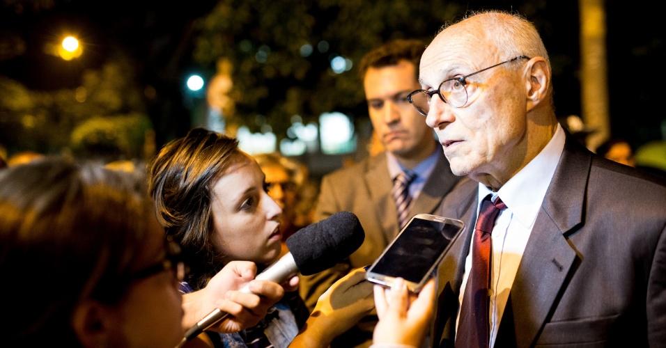 11.nov.2015 - Eduardo Suplicy, atual secretário de Direitos Humanos e Cidadania de São Paulo, visitou escola estadual Fernão Dias, na noite de ontem (10)