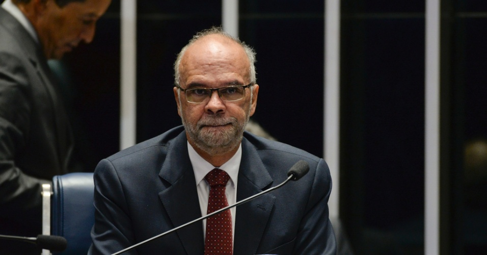 26.ago.2016 - O ex-secretário executivo do Ministério da Educação Luiz Cláudio Costa, é a última testemunha de defesa da presidente afastada, Dilma Rousseff, a responder perguntas de senadores, durante sessão da fase final do processo de impeachment contra Dilma