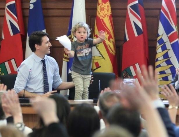 Justin Trudeau, primeiro-ministro do Canadá, e seu filho de 3 anos, Hadrien