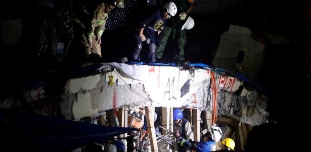 Segundo a Marinha mexicana, 19 crianças morreram soterradas em escola na Cidade do México