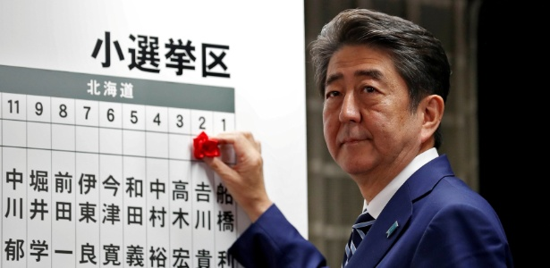 22.out.2017 - Premiê japonês Shinzo Abe durante as eleições no país