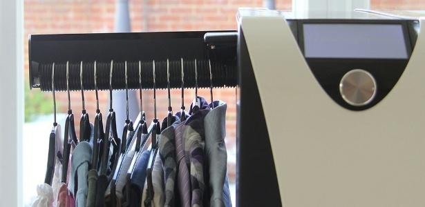 Máquina faz todo o serviço maçante de passar roupa por você