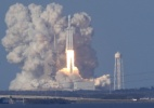Foguete mais potente do mundo leva carro ao espaço - Thom Baurs/Reuters