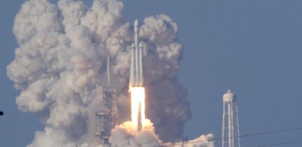 Já imaginou viajar em um foguete em vez de em um avião?