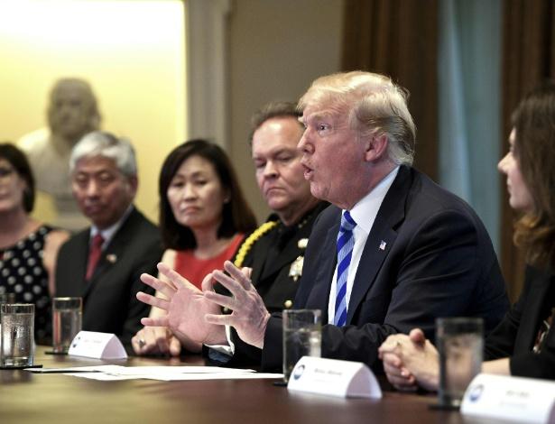 Donald Trump durante mesa redonda para debater as chamadas 'cidades santuário'
