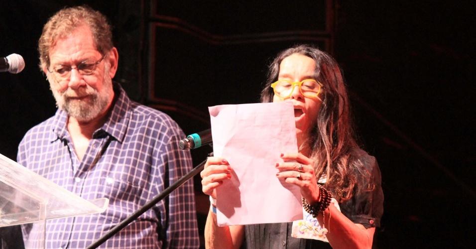28.jul.2018 - Eric Nepomuceno, jornalista e escritor, e a atriz Lucélia Santos participam de evento pró-liberação do ex-presidente Lula, preso em Curitiba desde 7 de abril de 2018