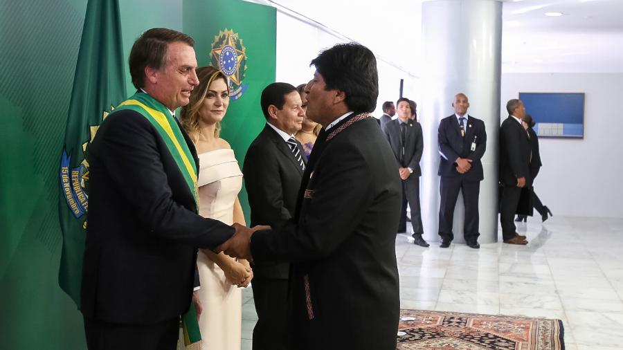 1º.jan.2019 - Presidente Jair Bolsonaro toma posse e recebe os cumprimentos de Evo Morales, presidente da Bolívia - Marcos Corrêa/PR