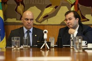 Maia e Alexandre de Moraes articulam um cinturão antigolpe com empresários  (Foto: Adriano Machado/Reuters)