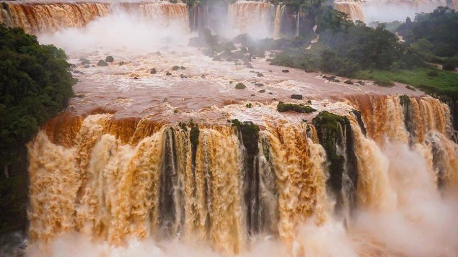 Por conta das chuvas no Paraná, Cataratas do Iguaçu atingiram vazão quatro vezes maior que a média  - Reprodução/Facebook