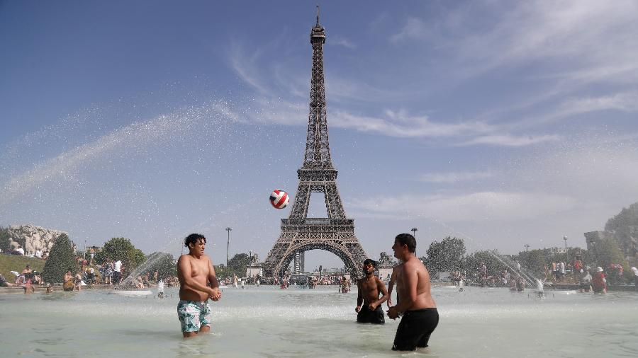No verão francês, o aumento chegaria a 6ºC, o que resultaria em dias e noites dificilmente suportáveis - Zakaria Abdelkafi/AFP