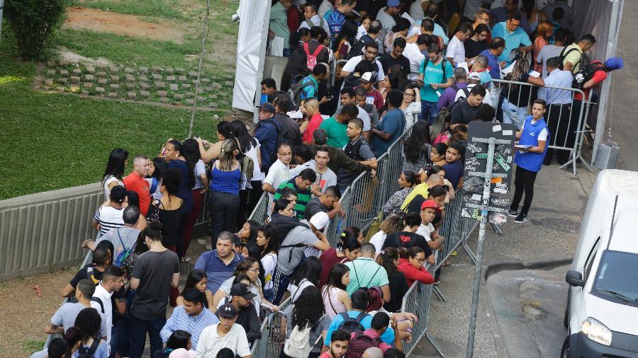Fila em mutirão de emprego no Centro de São Paulo - Nelson Antoine/Estadão Conteúdo