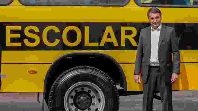 O presidente Jair Bolsonaro participa da entrega de ônibus escolares em Goiânia - GABRIELA BILÓ/ESTADÃO CONTEÚDO