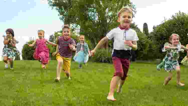 Oferecer benefícios relacionados aos cuidados das crianças é essencial para aumentar as taxas de natalidade. - Getty Images - Getty Images