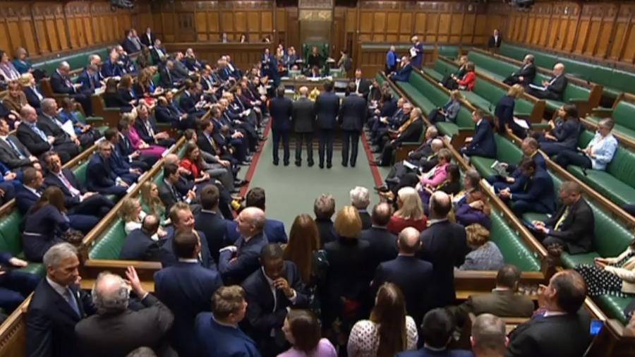 9.jan.2020 - Imagem do circuito de TV do parlamento britânico mostra o momento do anúncio do resultado da votação sobre o Brexit, a saída do Reino Unido da União Europeia - PRU/AFP