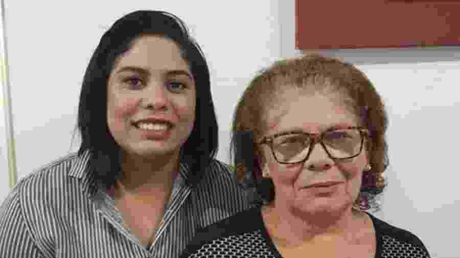 Jessica Tomaz, de 25 anos, decidiu deixar o trabalho pela saúde da mãe, Maria do Socorro, que é hipertensa - Arquivo pessoal