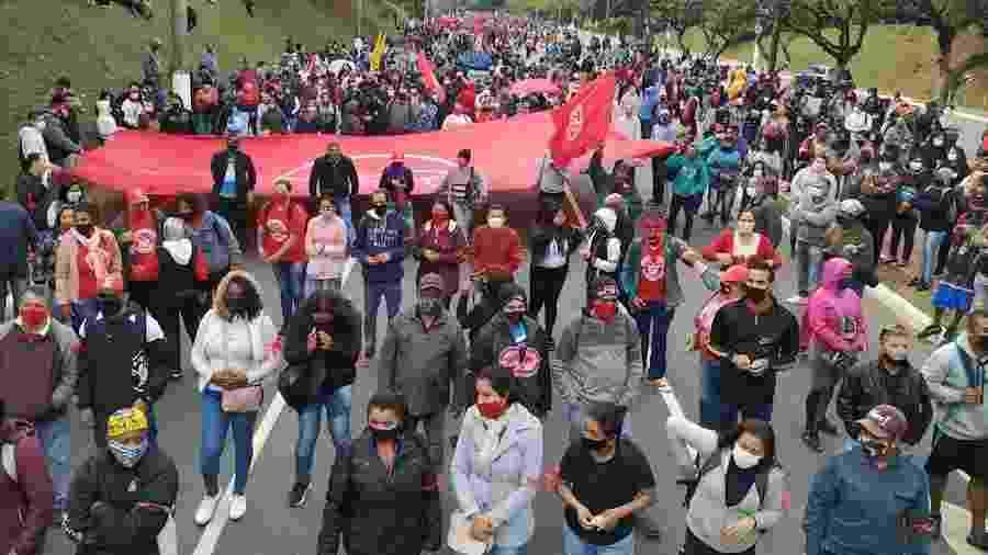 MTST realiza marcha até a sede do governo paulista para pedir o fim dos despejo durante a pandemia - MTST
