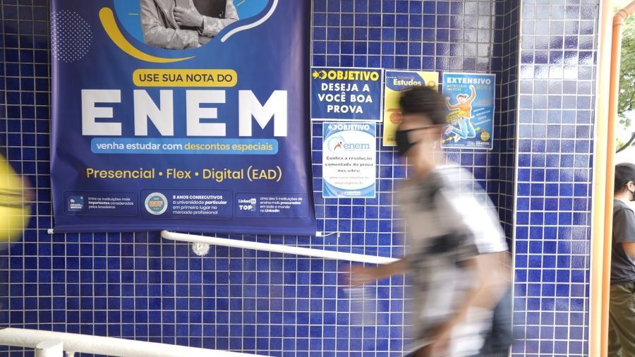 Alunos chegam para fazer Enem em São Paulo - André Porto/UOL