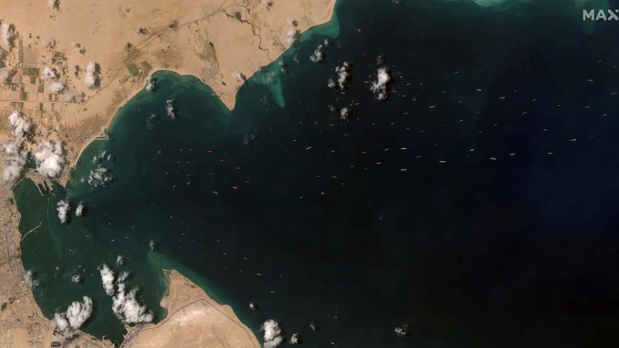 Canal de Suez começa trabalho de dragagem para estender segunda via - Reuters