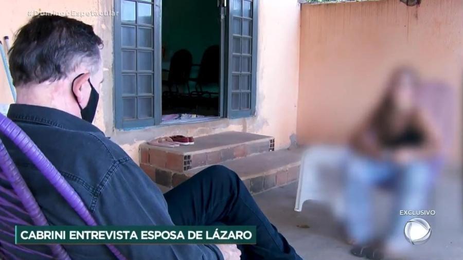 Esposa de Lázaro também sofre ameaças de pessoas que acreditam que ela é cúmplice do marido - Reprodução/RecordTV