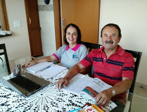 Os universitários Ana Balbuena, 63, e seu marido, Eliseu Machado, 69