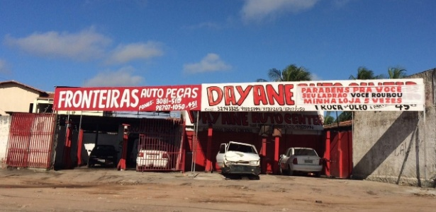 Faixa na loja de autopeças Dayane ironiza novo assalto após quinto arrombamento - Edneuza Carlos / Via Certa Natal