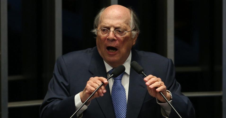 """30.ago.2016 - O jurista Miguel Reale Jr, um dos três autores do pedido de impeachment contra Dilma Rousseff, diz ter ficado """"chocado"""" com o discurso da presidente afastada no Senado. Segundo ele, a petista parece estar """"de costas para a nação"""""""