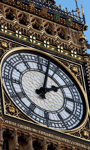 Big Ben, em Londres. Apesar da torre norte do Parlamento Britânico ser chamda de Big Ben, o nome refere-se apenas ao sino