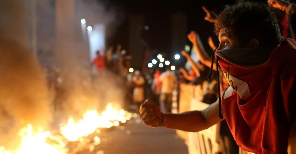 Protesto contra a PEC do Teto teve confronto entre manifestantes e policiais